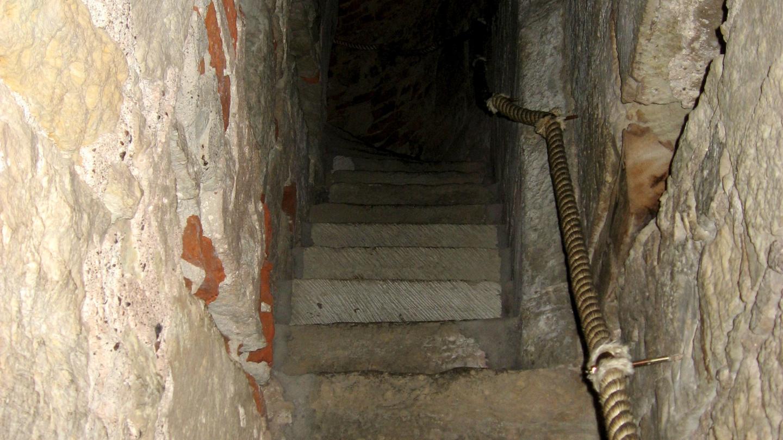 Portaikko Kuressaaren linnassa