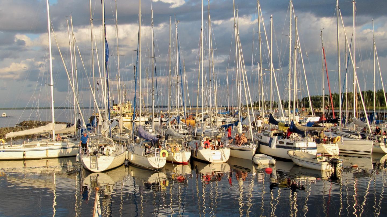 Boats at the harvest festival on the island of Röyttä