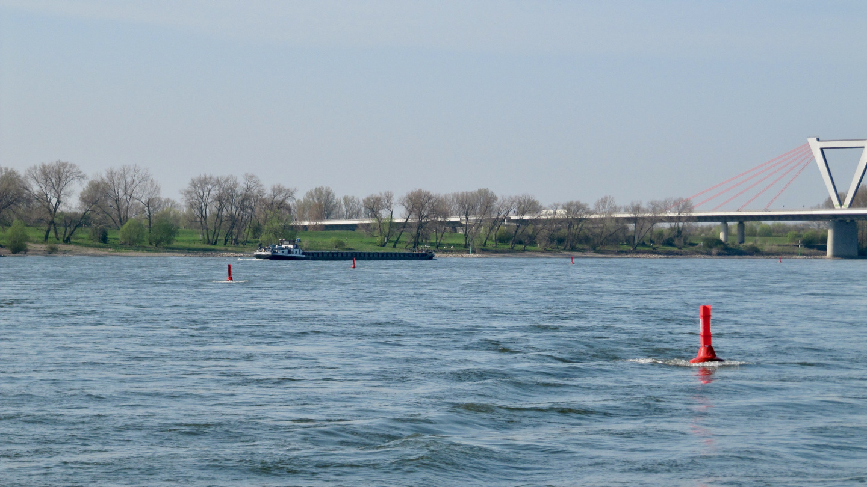 Matalat Reinillä on selkeästi merkitty poijuilla