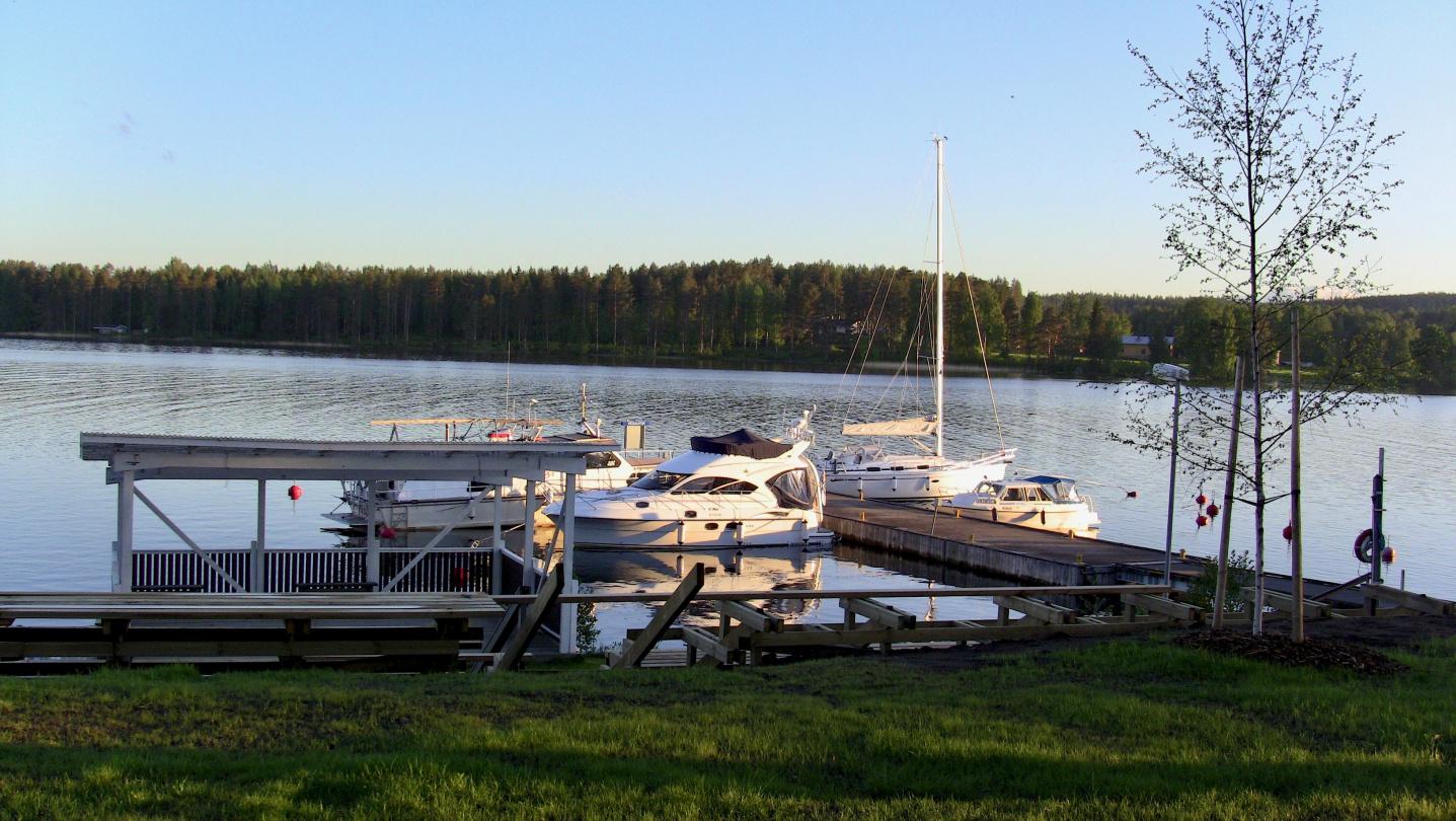 Suwena in the marina of Vehmersalmi