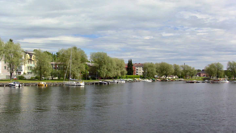 Savonlinnan rannat ovat täynnä kivoja venepaikkoja