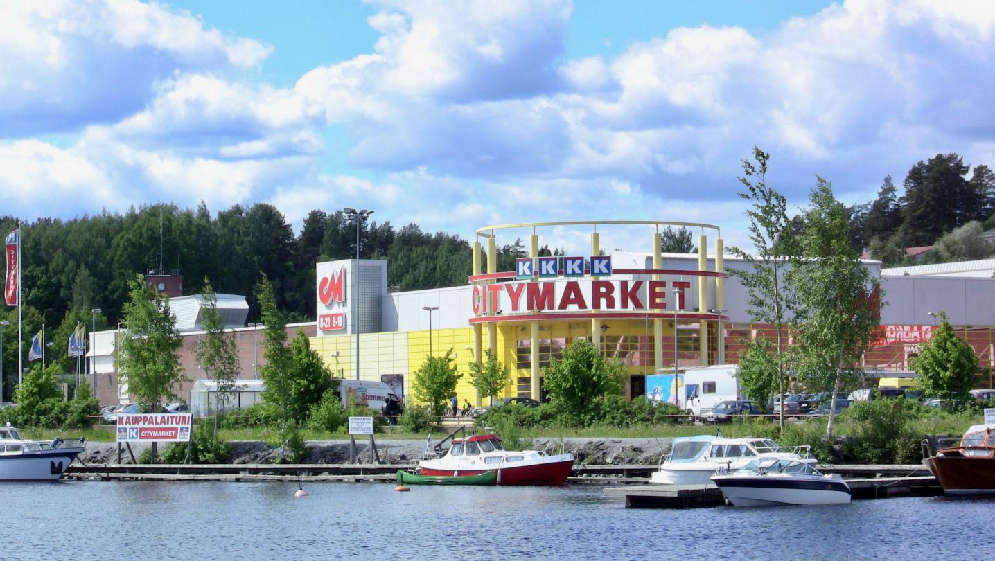 The shopping dock at Citymarket supermarket in Savonlinna