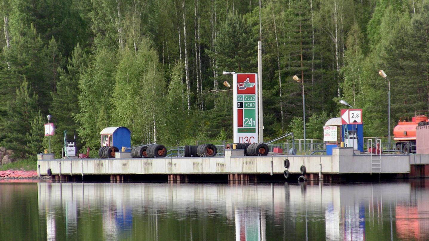 Fuel dock at the lock of Juustila