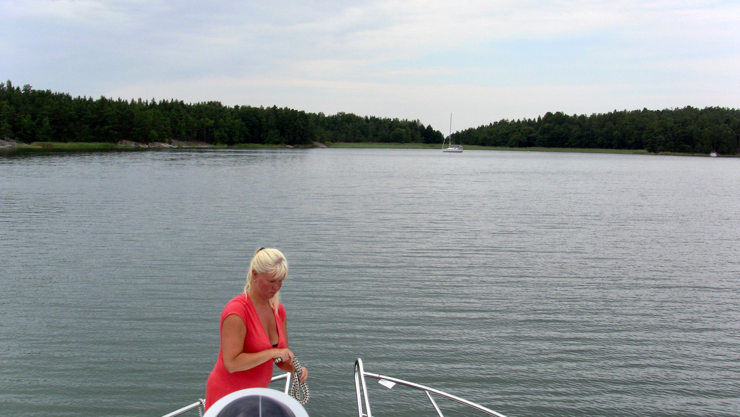 Anchoring Suwena on the bay of Varsalahti