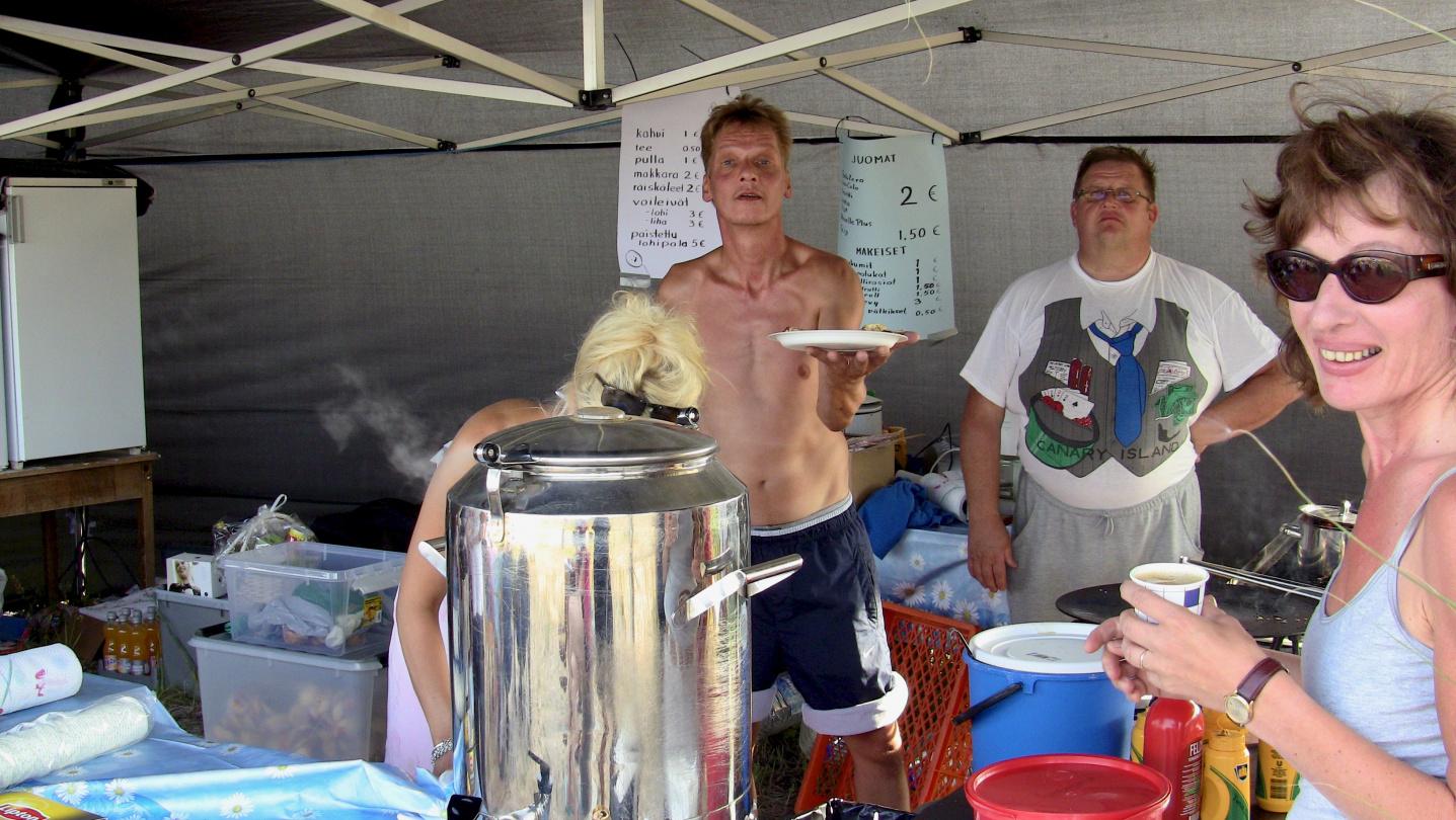 Pancake buffet at the harvest festival of Röyttä island