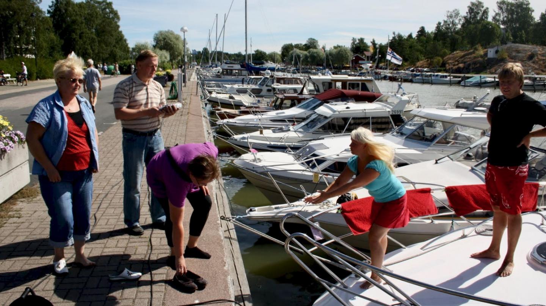 Ylöjärven vieraat saapumassa Suwenalle Uusikaupunkissa