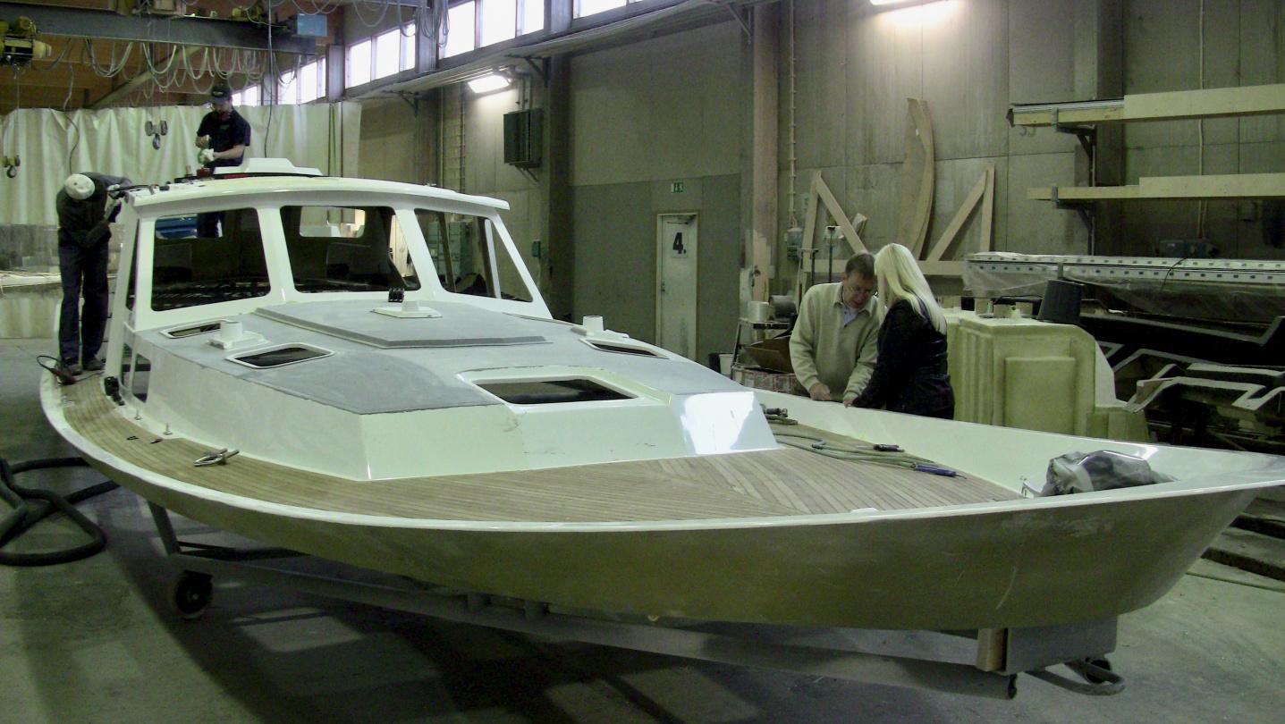 Installation of winches into Nauticat 441 deck