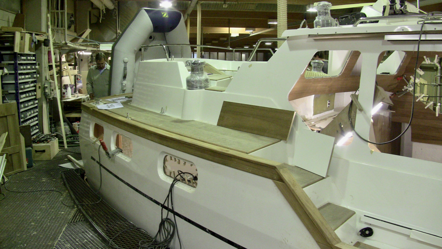 Fitting the dinghy on swimming platform