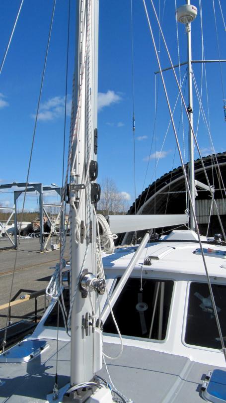 Nauticat 441 riki asennusvaiheessa
