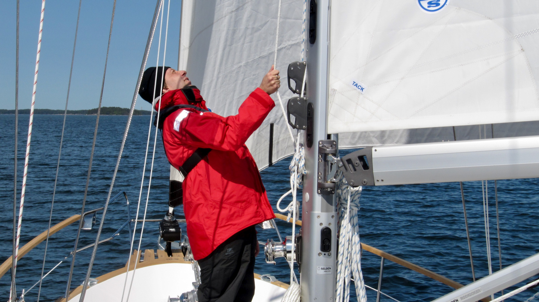Andrus at the mast