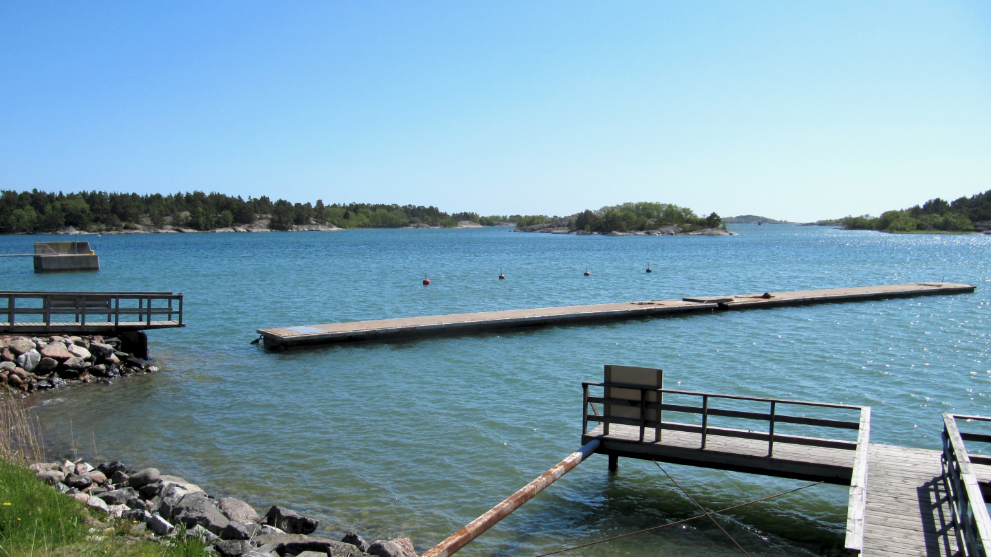 Sottunga's harbour is prepared for summer