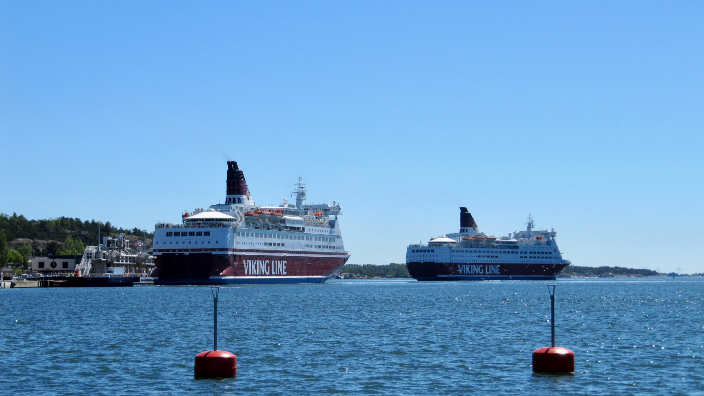 Red ships arriving in Mariehamn