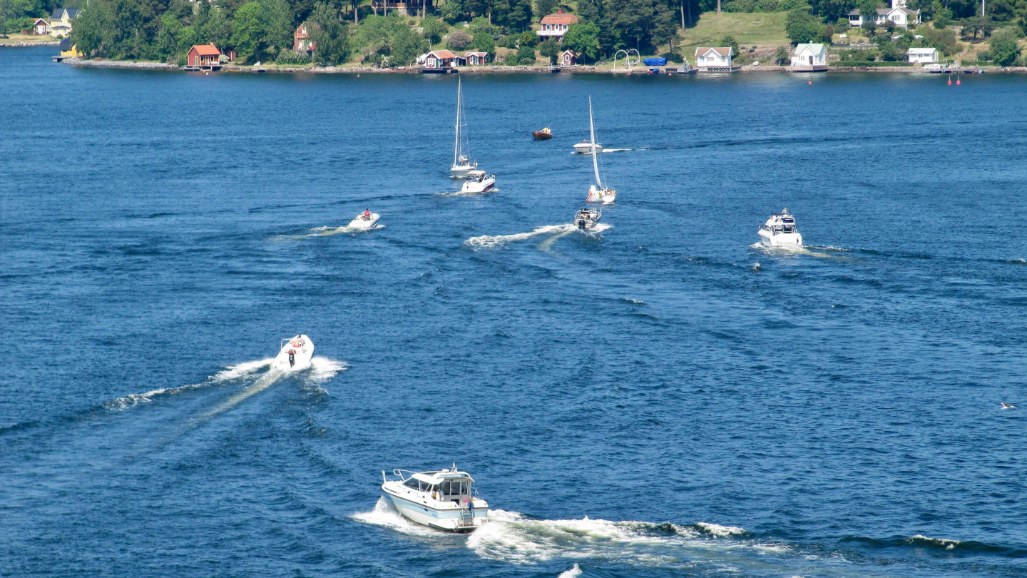 Weekend's rush-hour in Vaxholm