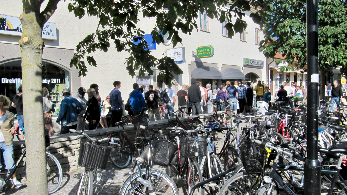 Thirsty Midsummer alcohol queue in Visby