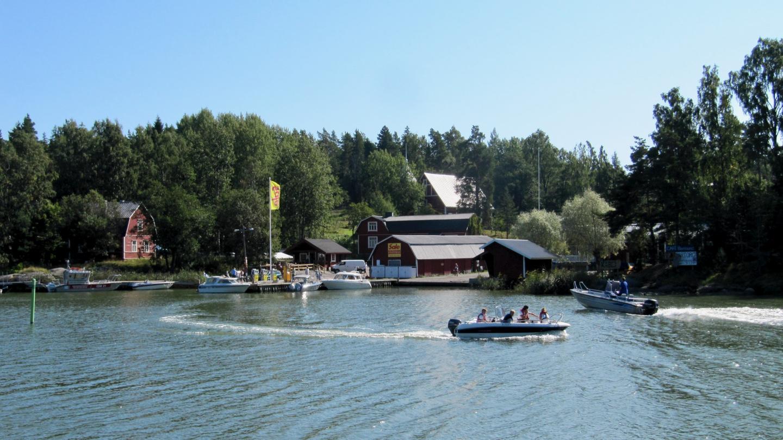 Boat fuel station in Barösund