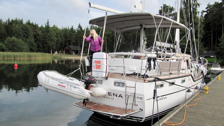 Eve is lifting Pikku Suwena in Högsåra