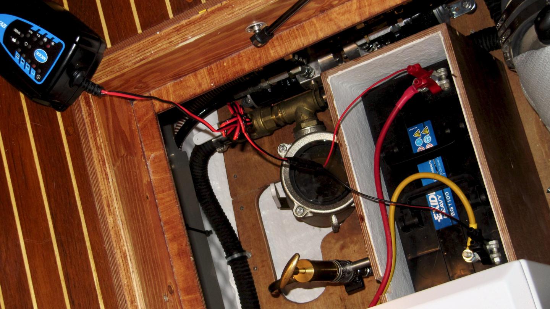 Charging the generator start battery
