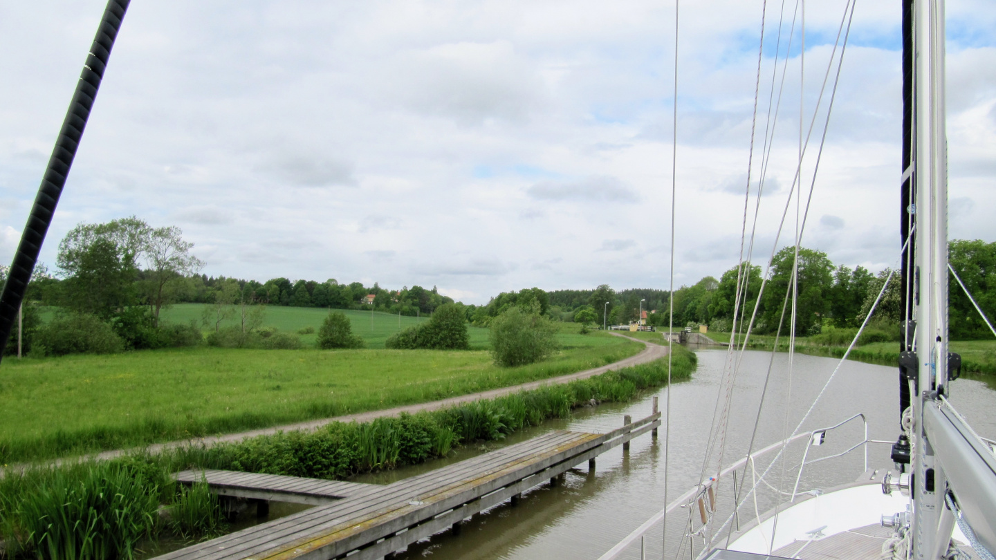 Suwena approaching a lock in the Göta canal