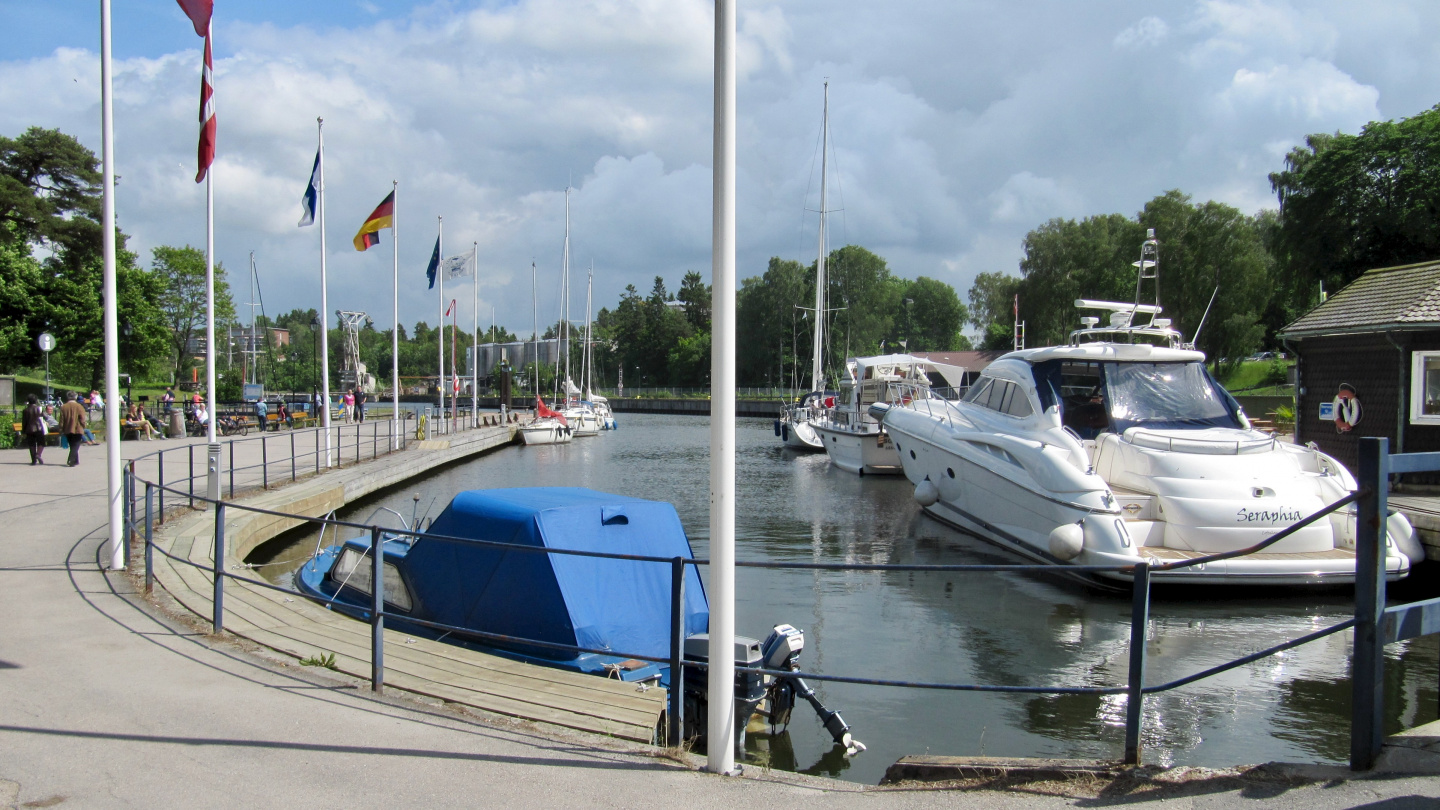 The guest harbour of Trollhättan is located in the old lock