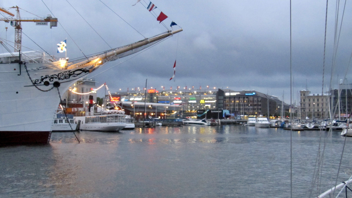 Suwena arrives at the Lilla Bommens marina in Gothenburg