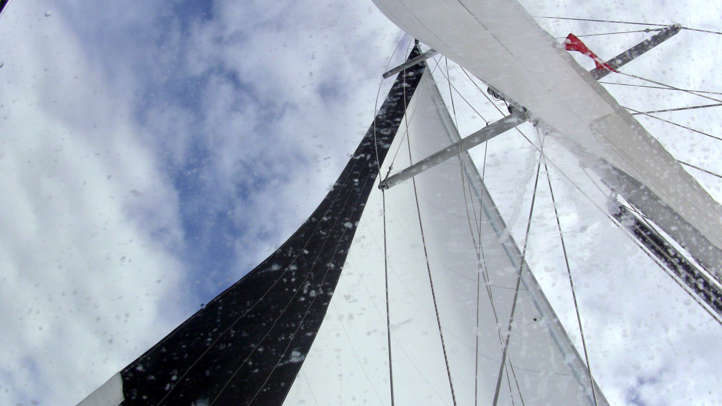 Slack in lee side shrouds while sailing on the Sound