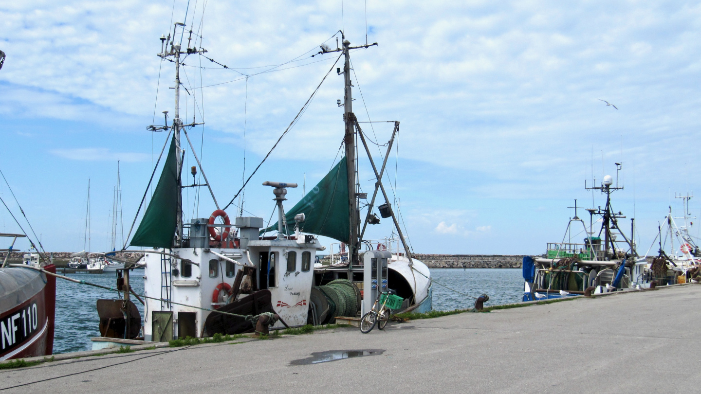 Fishing vessels in Anholt harbour
