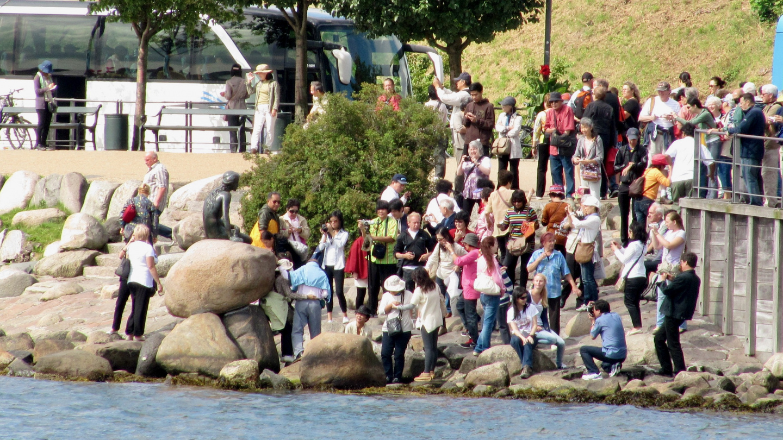 Turistit ja Pieni Merenneito Kööpenhaminassa