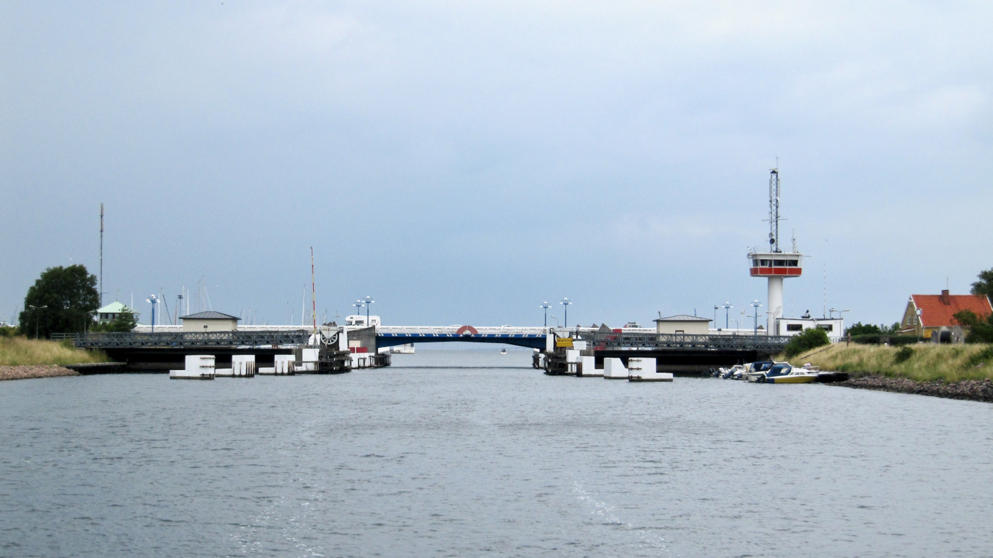 Falsterbo bridge is behind, we are back on the Baltic Sea