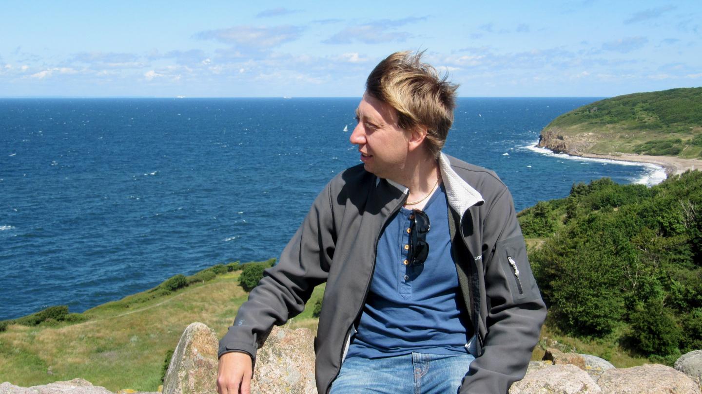 Andrus ihailemassa Bornholmin rantamaisemaa