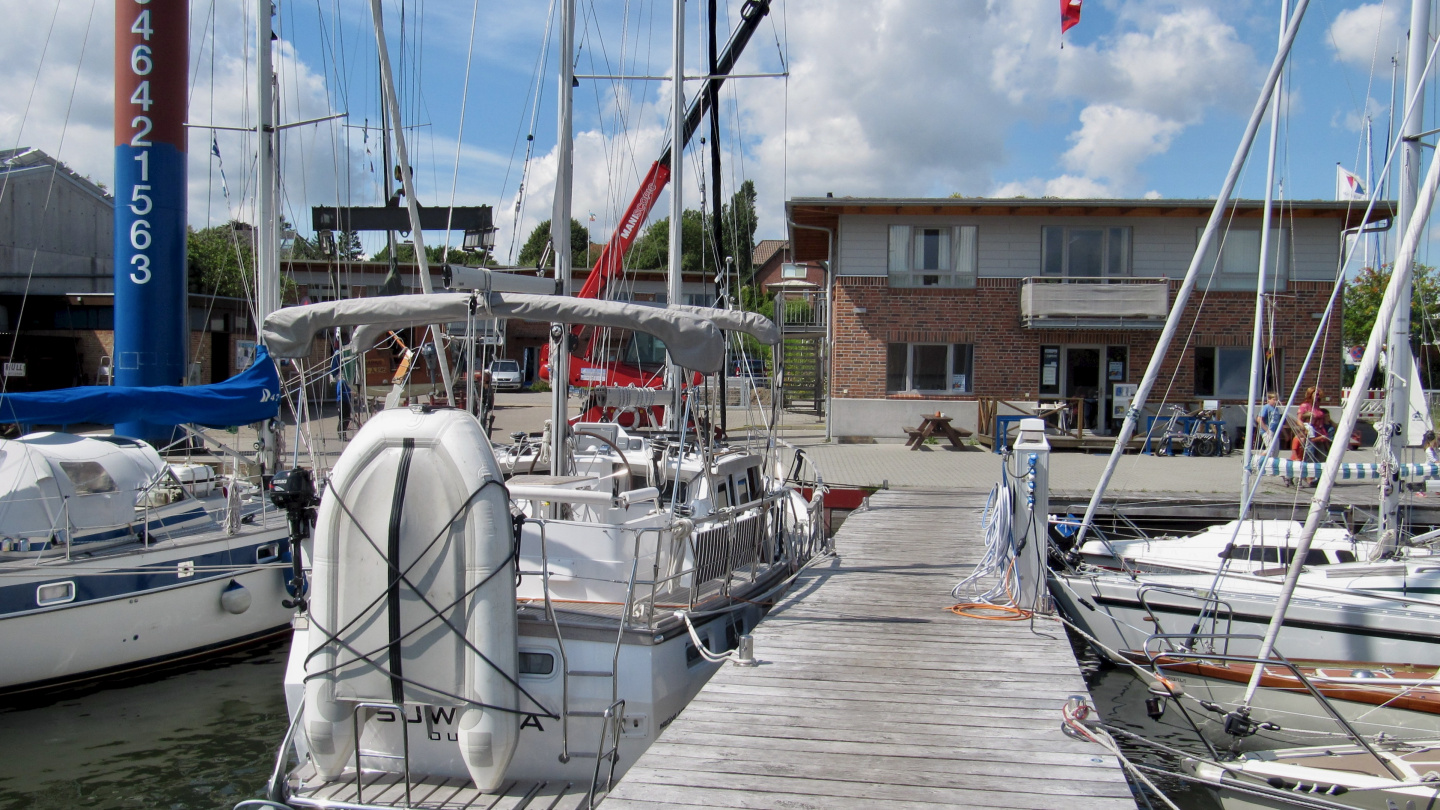 Suwena waiting for her crew in Kappeln