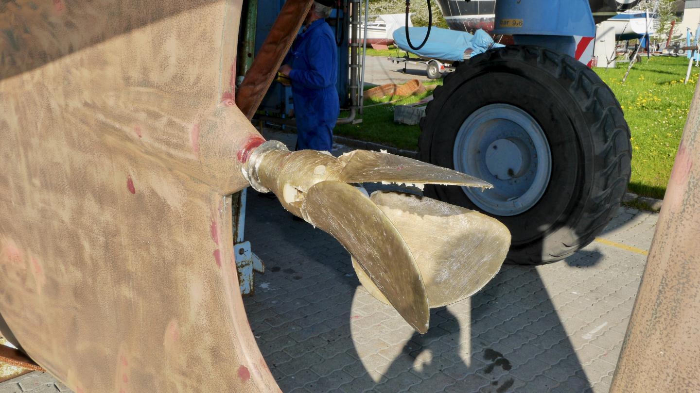 Suwena's propeller covered with lanolin in Schrader Marina