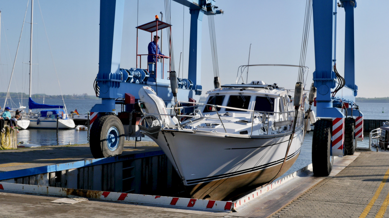 Launching Suwena in Schrader Marina