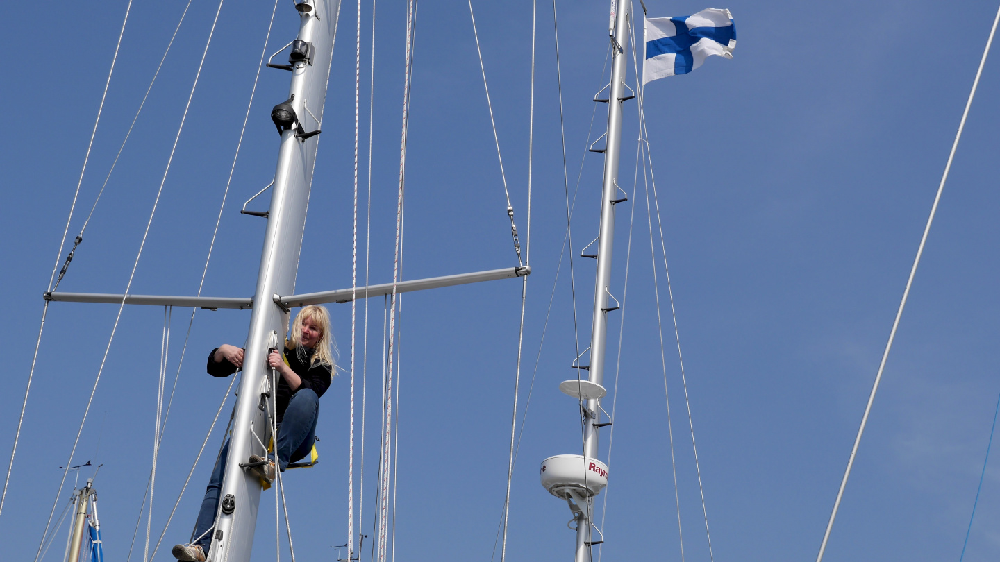 Eve testing the brand new mast steps in Kappeln