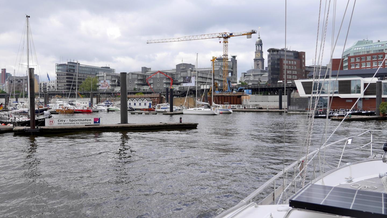 Suwena saapuu Hampuriin
