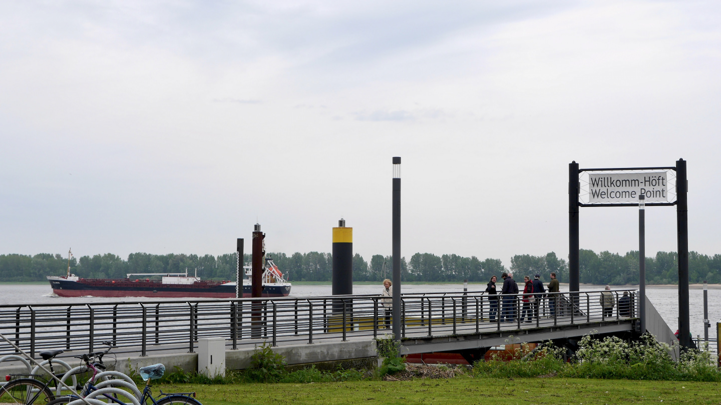 Wedel's Welcome Point of the ships arriving in Hamburg