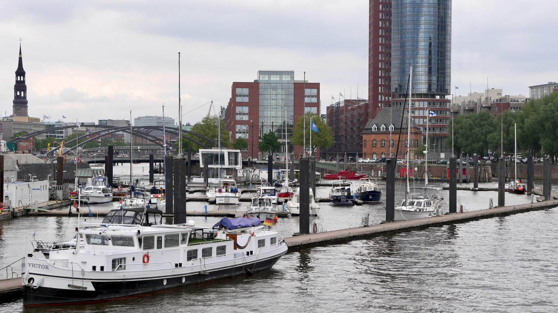 Suwena in City Sporthafen of Hamburg