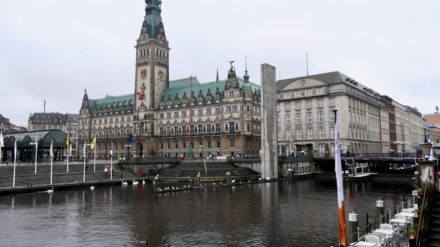 Town Hall of Hamburg and the lock from the Elbe river to lake Alster