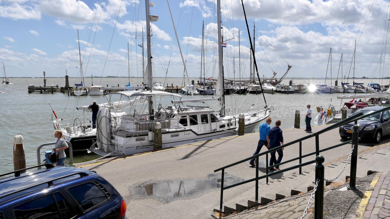 Suwena at the quay of Volendam