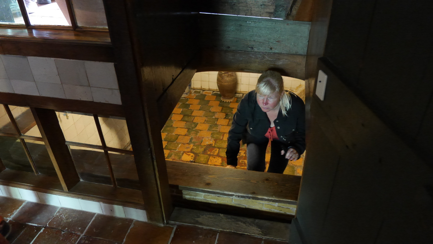 Eve in the floating cellar of the Edam museum