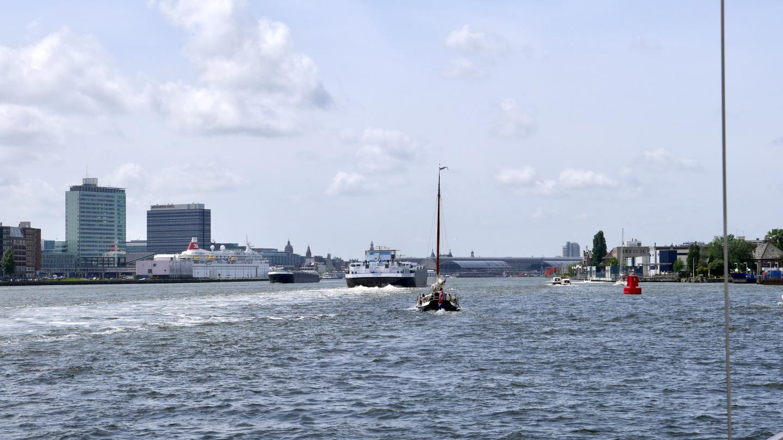 Suwena arriving to Amsterdam on lake IJ
