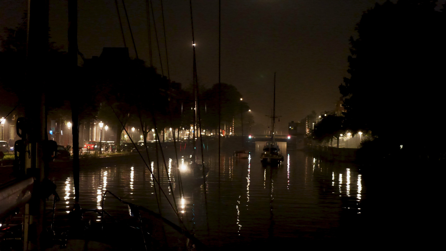 Suwena on the canals of Amsterdam during the night