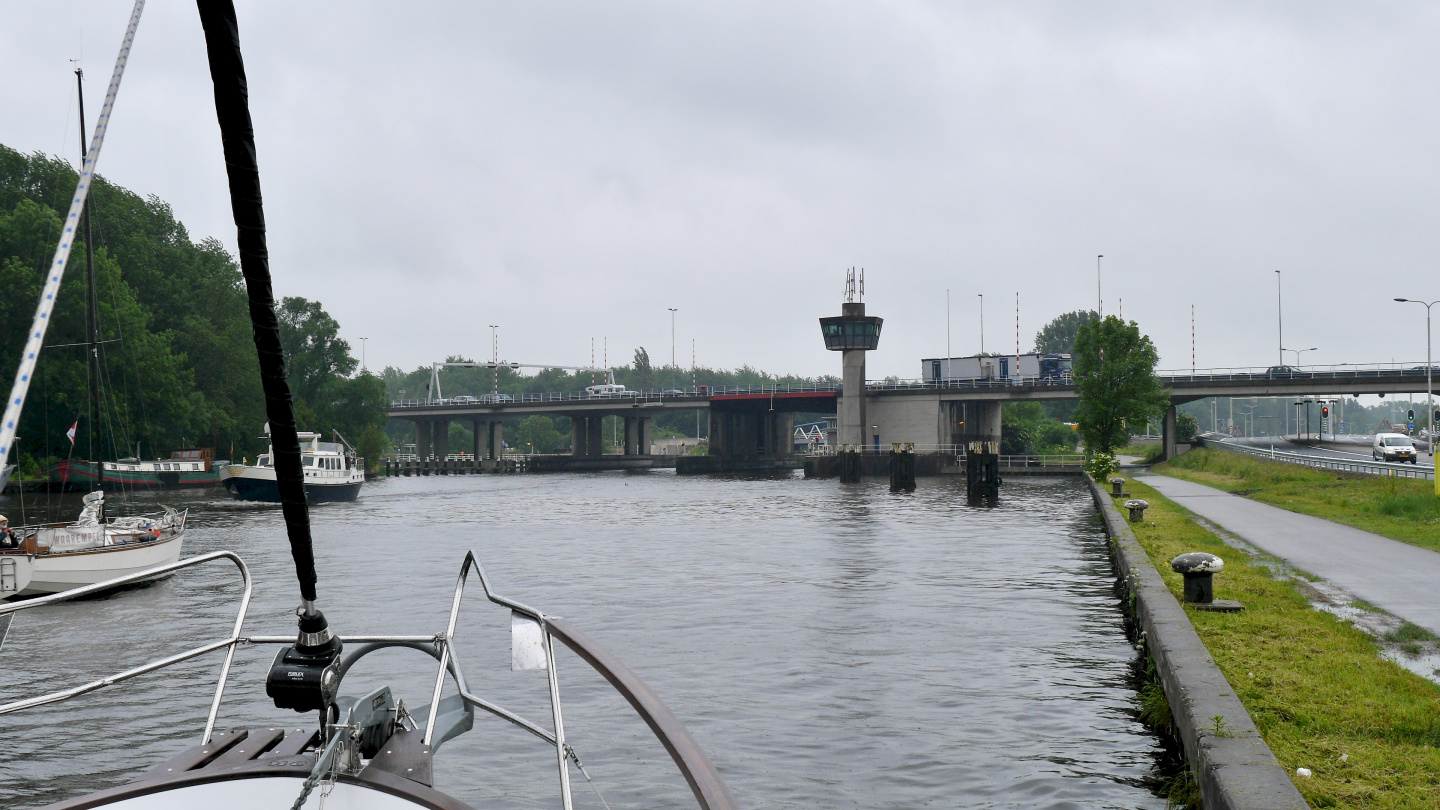 The bridge of Schiphol on Staande Mast route