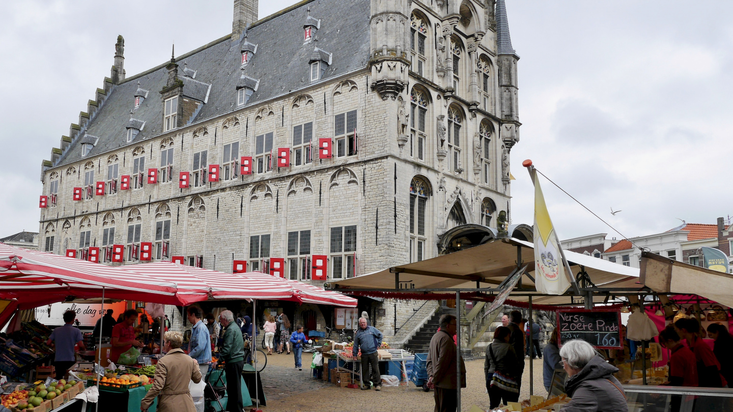 The market at the town hall of Gouda