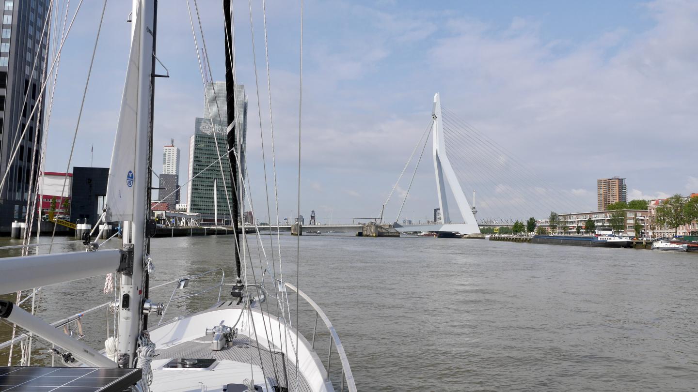 Suwena odottaa Erasmus-sillan avautumista Rotterdamissa