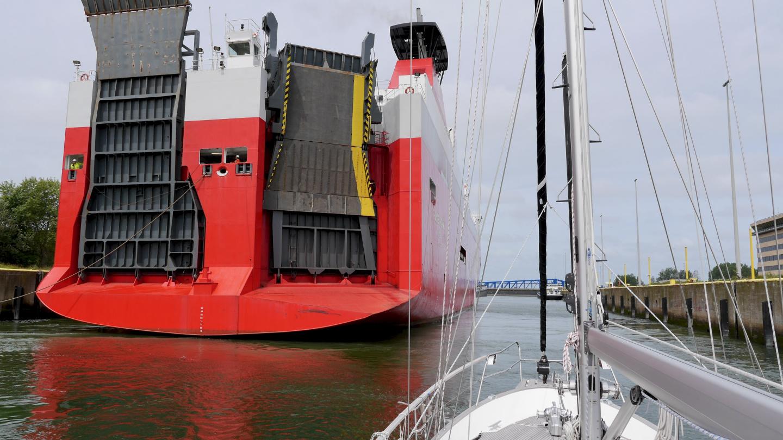 Suwena Zeebruggen sulussa 486 jalkaisen laivan kanssa
