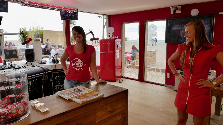 Q-music radioaseman rantastudio Oostendessa