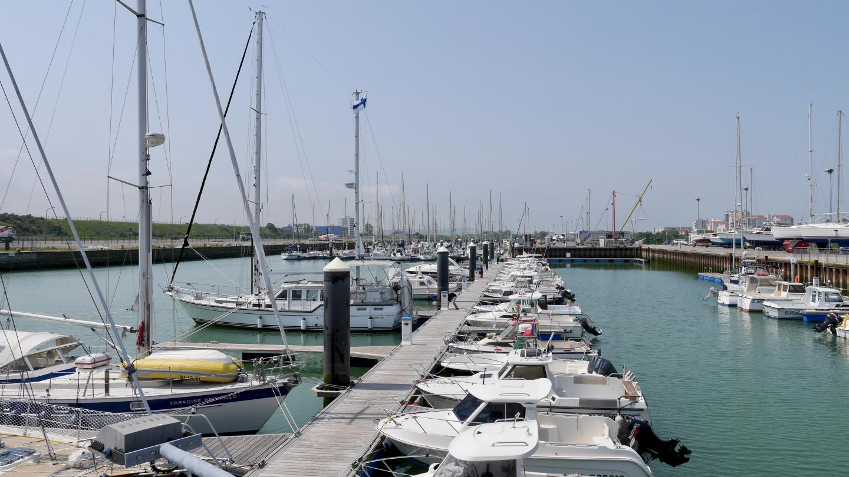 Suwena in the marina of Calais