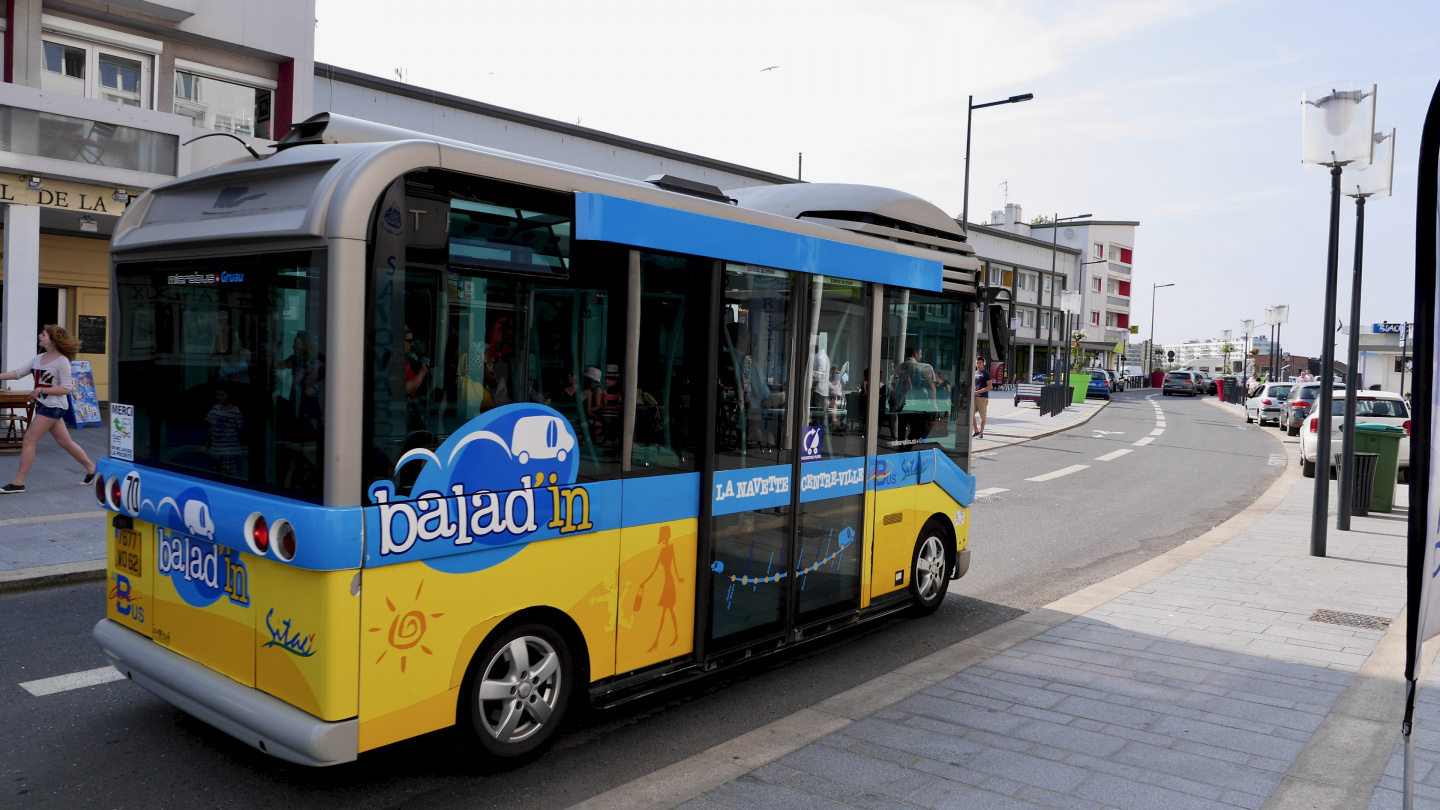 Funny little bus is going between the harbour and the centre of Calais for free