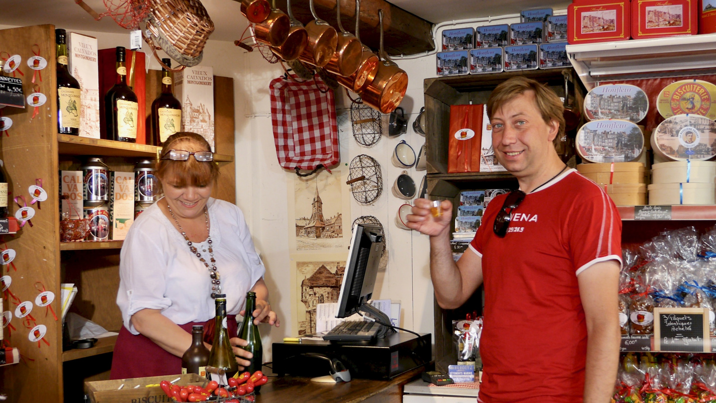 Andrus tasting the cider of Normandy in Honfleur