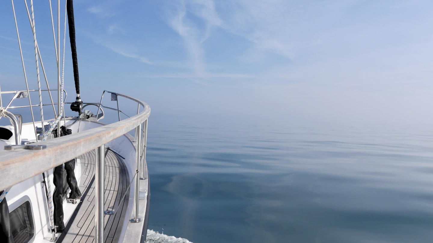 Suwena in the middle of the mirror smooth English Channel